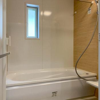 お風呂は暖房や衣類乾燥機能付き。追い炊きもあります。