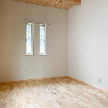 【洋室6.1帖】小窓の右あたりに、テレビのアンテナがあります。