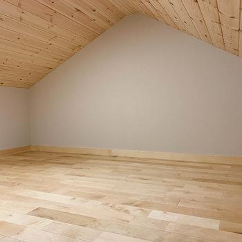 屋根裏部屋があります!天井もウッド!