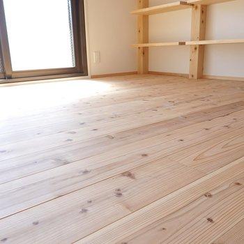 分かりますか?この床の心地よさそうな感じ。