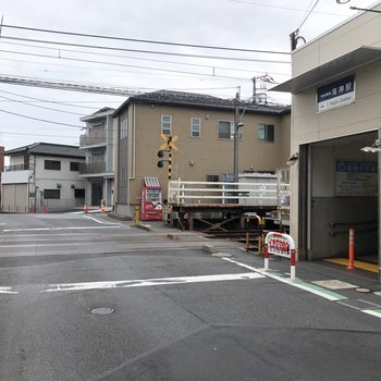 海神駅を出て、線路を渡るとお部屋が見えてきます。