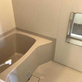 大きな浴槽付きのお風呂場