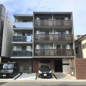4階建ての新築マンションです。