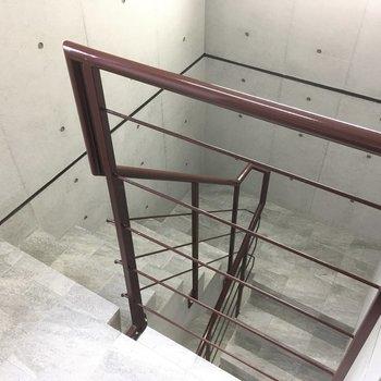 4階までは階段で〜!