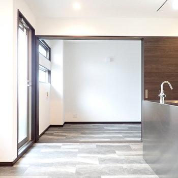 床の模様が特徴的。