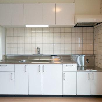 キッチン、十分な大きさがありますね※写真は同間取りの別部屋です