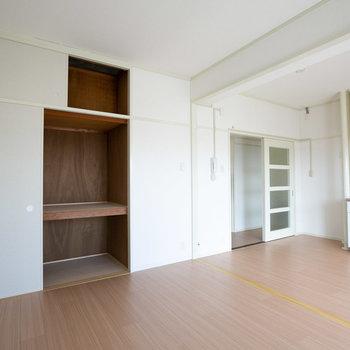 リビングに大きな収納があるのは良いポイント※写真は同間取りの別部屋です
