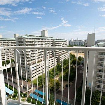 住棟との間が広いので、空も広いですね※写真は12階からの眺望です