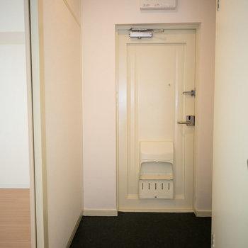 玄関はゆとりある広さです。※写真は同間取りの別部屋です