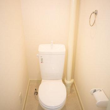 トイレ、シンプルで綺麗です。※写真は同間取りの別部屋です