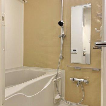 浴室は橙色でした。みかんを浮かべたくなる色味です。