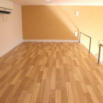床の木目が綺麗なロフト