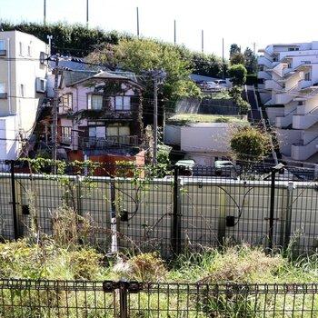 眺望は民家とマンション