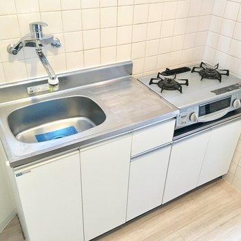 調理スペースがしっかり確保されているので、自炊もできますね。