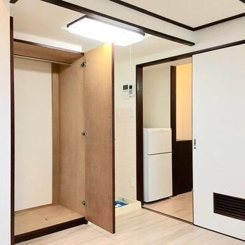 収納、洗濯機置き場は居室に。冷蔵庫はキッチンに置けます。