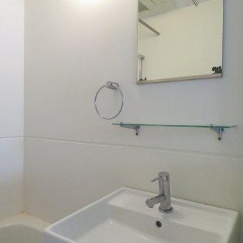 洗面台はシンプルに(※写真は3階の同間取り別部屋のものです)
