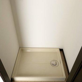 玄関には扉で隠せる洗濯機置き場も!