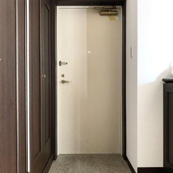 玄関はゆったり、シューズボックスはコンパクトでした◎