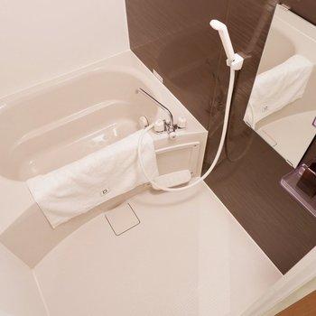 ゆったり浸かれそうなお風呂※家具はサンプルです
