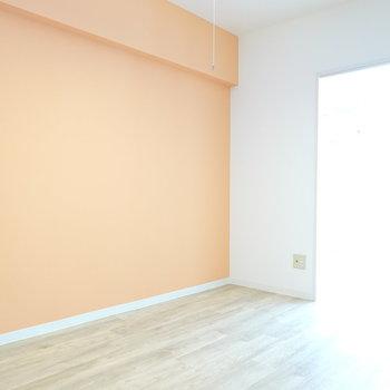 隣の洋室とは引き戸で繋がっています。