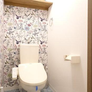 トイレはまるで絵本の表紙のような世界観。