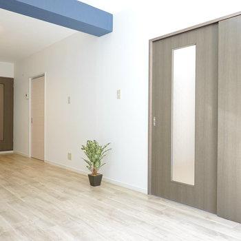 リビングの隣には洋室が2つあります。