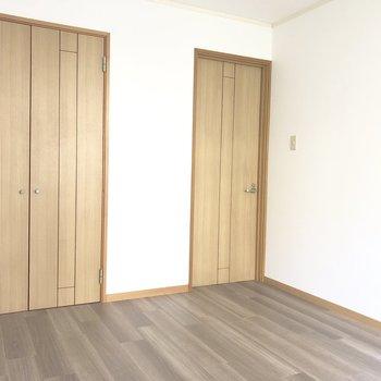 【洋室南】こちらのドアには内鍵が付いていましたよ。※写真は前回募集時のものです
