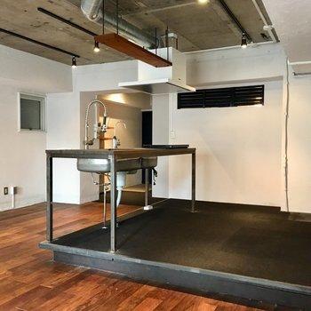 キッチンスタジオみたい…料理が楽しいいだろうな。