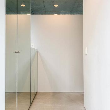 【1階】玄関扉を開けると見える景色です。※写真は前回募集時のものです
