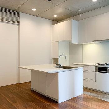 【地下1階】では、キッチン部分へ。※写真は前回募集時のものです