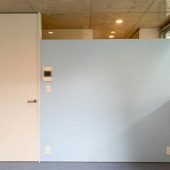 【1階】テラス側から見ると。扉は廊下へ。※写真は前回募集時のものです