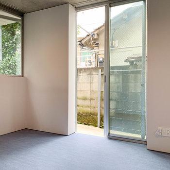 【1階】こちらの窓外にも、テラスがあります。※写真は前回募集時のものです