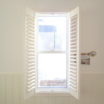 扉は閉めれますし、光の量も調節できます。