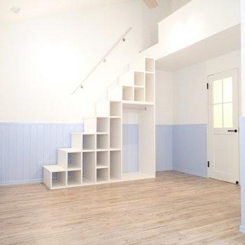 階段下収納たくさん。