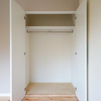 寝室には収納力十分なクローゼット※写真はイメージです