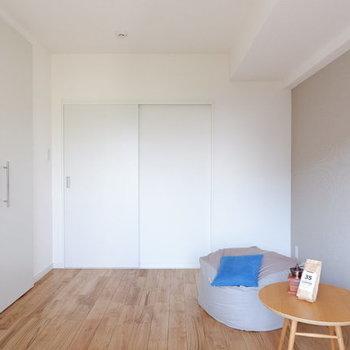 寝室のアクセントクロスはお好きな色を10種類以上から選んで頂けます!※写真はイメージです