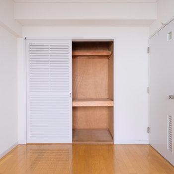 【工事前写真】こちらの寝室にも十分な収納が