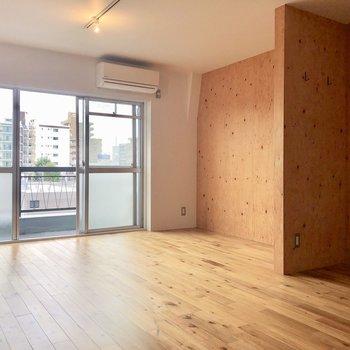 木材の壁で温かみのある空間に。※写真は前回募集時のものです