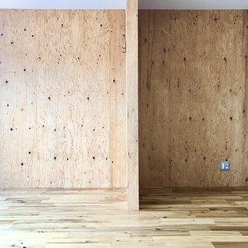 間仕切り壁にはフックが付いています。※写真は前回募集時のものです