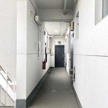 レトロな玄関ドアが可愛いですね。