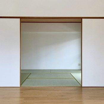ふすまの先には和室。畳は新品です。
