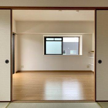 側面の窓は角部屋ならでは。