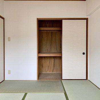押入れタイプの収納あります。和室にもエアコン・テレビ設置可能。