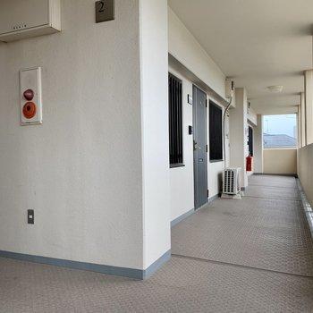 階段をあがって1番奥のお部屋。