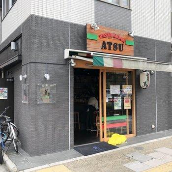 建物1階には飲食店が入っていました。