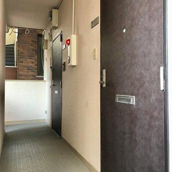 1フロア2部屋。階段上がってすぐのお部屋です(写真では奥!)
