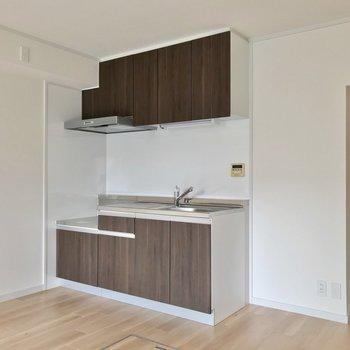 キッチンも新しくなりました。コンセントが多いので家電もいろいろ置けそうですね。