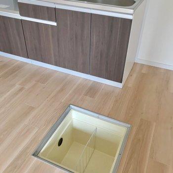 床下収納もあって、便利です。