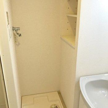 脱衣所に洗濯機置けます◎洗剤置き場もしっかり。(※写真は9階の同間取り別部屋のものです)