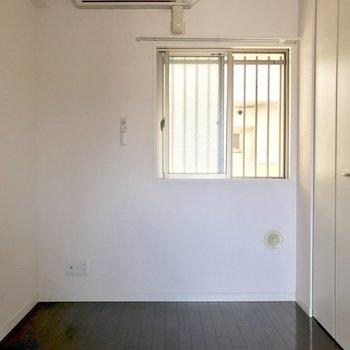 洋室にもエアコン付いてます◎(※写真は9階の同間取り別部屋のものです)